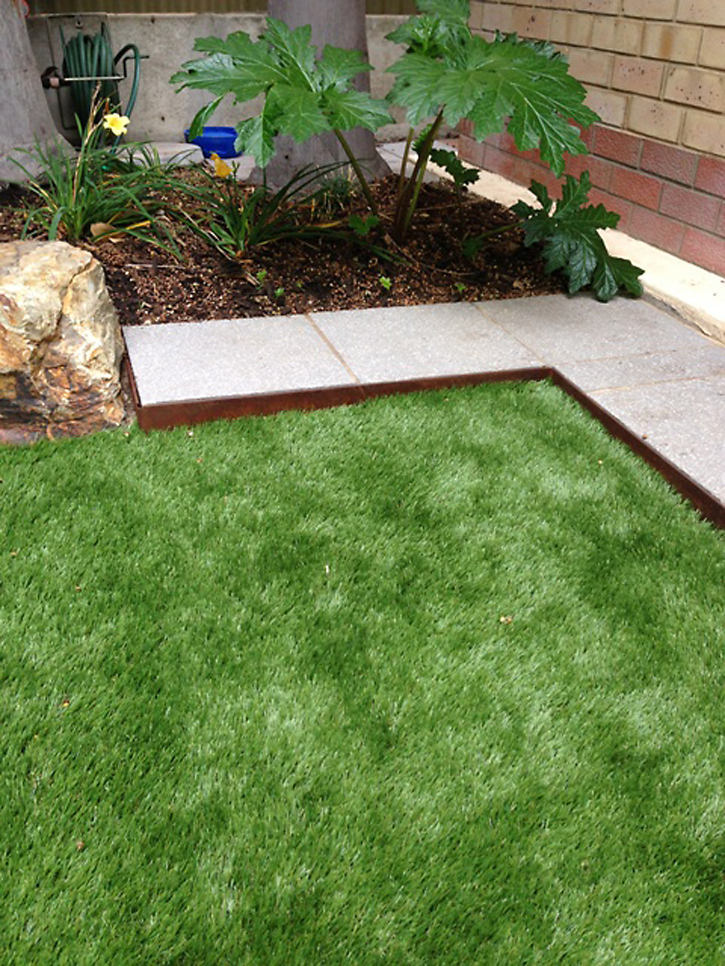 Diy metal lawn edging home decor for Cheap diy garden edging