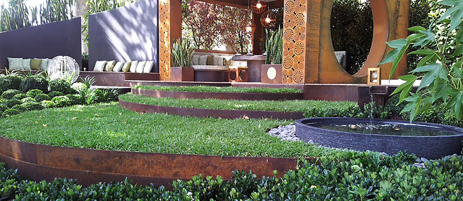 Best lawn edging? Lawn areas and garden beds need a solid edge for clean, crisp definition and easy maintenance, Formboss edging and edging products is ideal for this purpose.