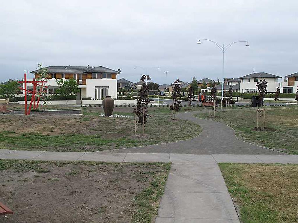 community_garden_paths_made_out_of_galvanised_steel_3 - garden edging | Metal Garden Edging | lawn edging | landscape edging |  garden design