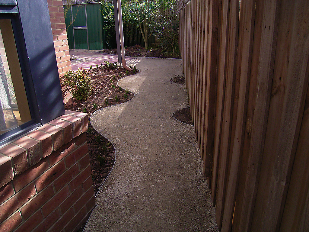 curved_garden_borders__paths_that_are_simple_to_install_11 - garden edging   Metal Garden Edging   lawn edging   landscape edging    garden design