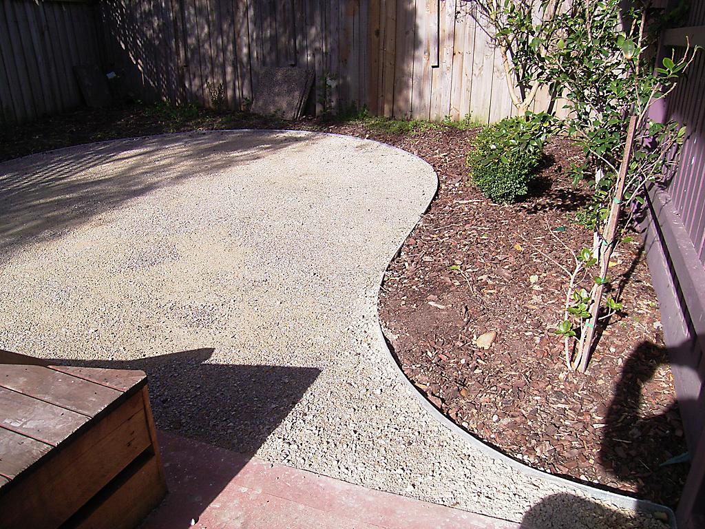 curved_garden_borders__paths_that_are_simple_to_install_23 - garden edging   Metal Garden Edging   lawn edging   landscape edging    garden design