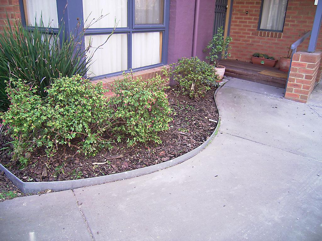 curved_garden_borders__paths_that_are_simple_to_install_26 - garden edging   Metal Garden Edging   lawn edging   landscape edging    garden design