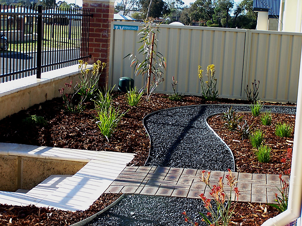 designer_landscape_transformation_with_steel_edging_9 - garden edging | Metal Garden Edging | lawn edging | landscape edging |  garden design