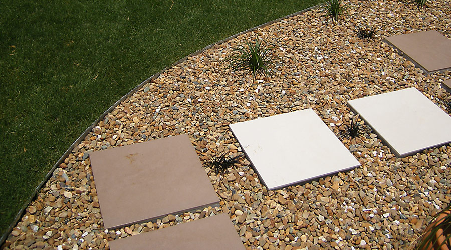 galvanised_1_steel-turf-border-clean-uninterupted-lines-in-garden-7