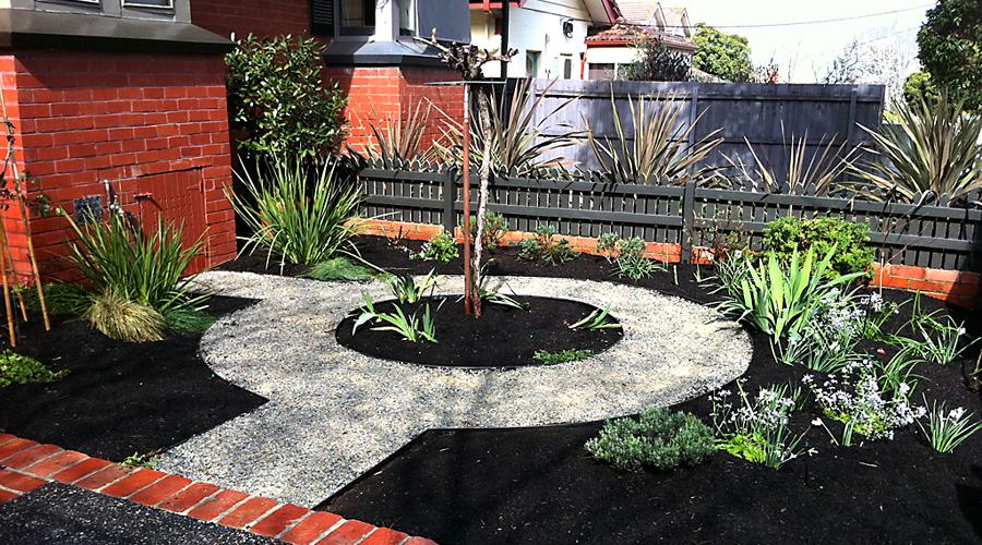 pre-made-circles_9_courtyard_garden_makeover